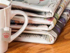Чашка и газеты